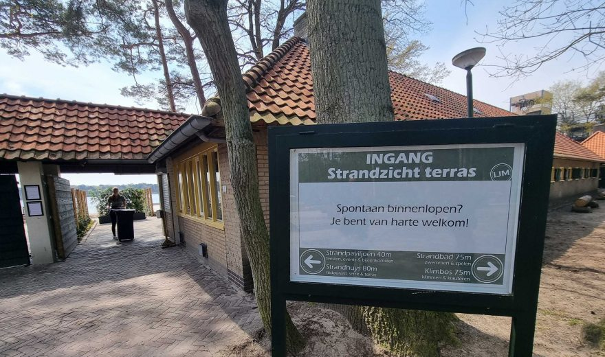 Ingang-terras-Strandzicht