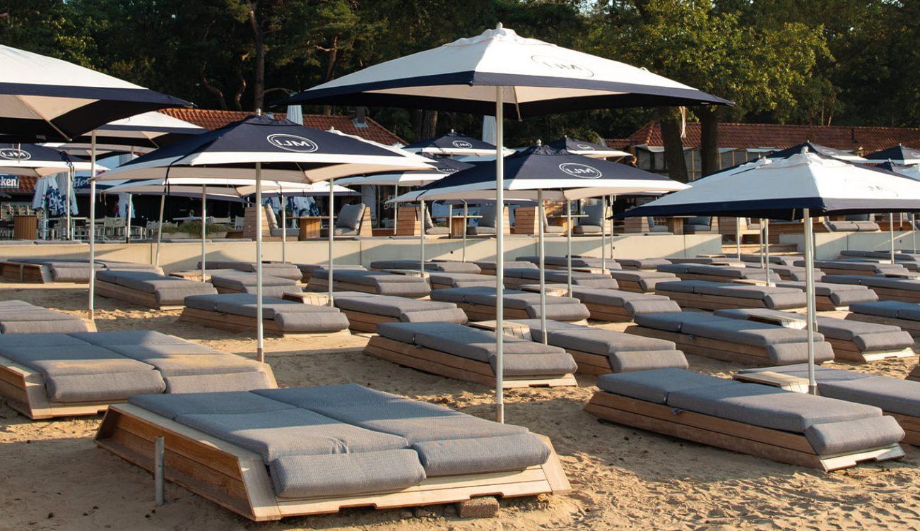Lounge-area-ligbedjes-huren